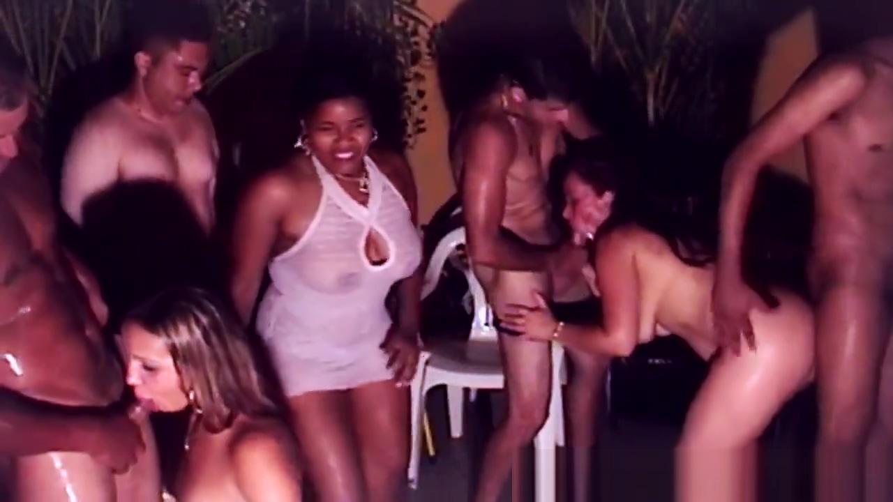 Gatas bebadas na festa fazem suruba amara la negra naked