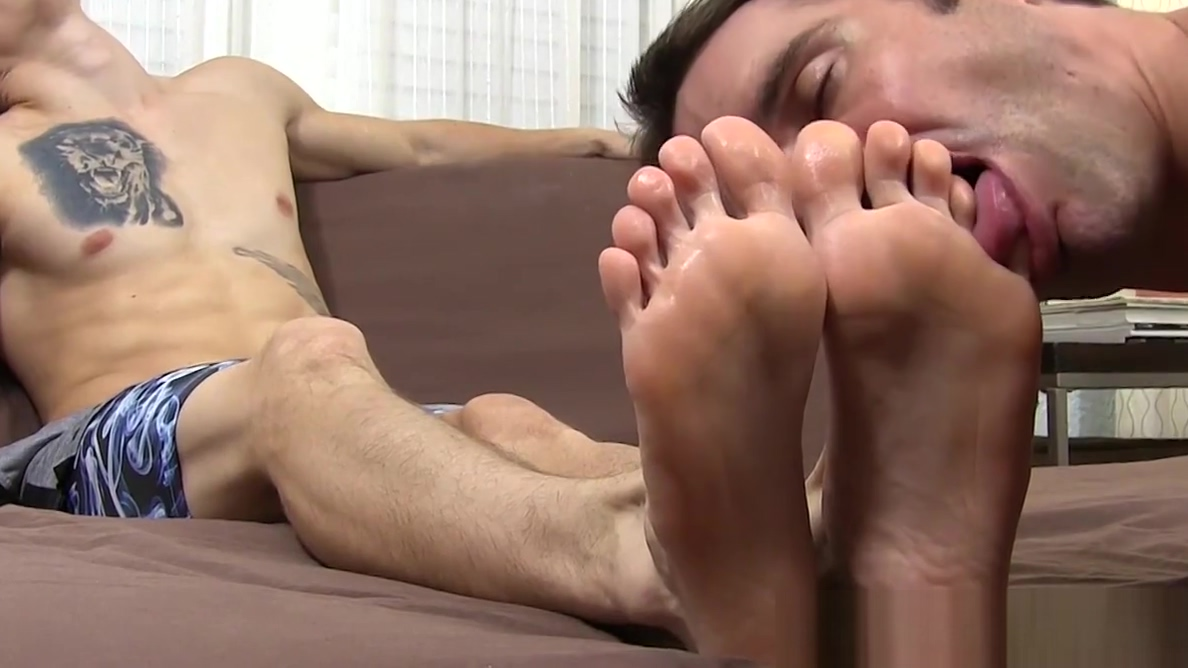 Inked stud got his toes sucked by his misguided friend Real mom son porn