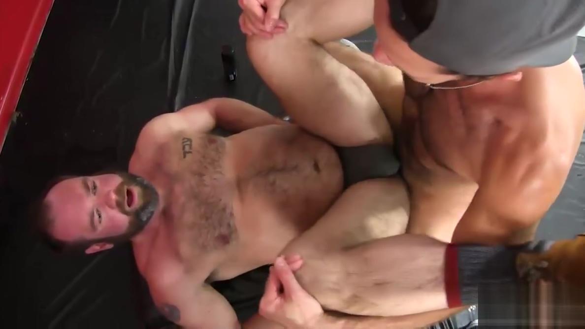 Landon Kovac Barebacks Topher Phoenix video of gay massage