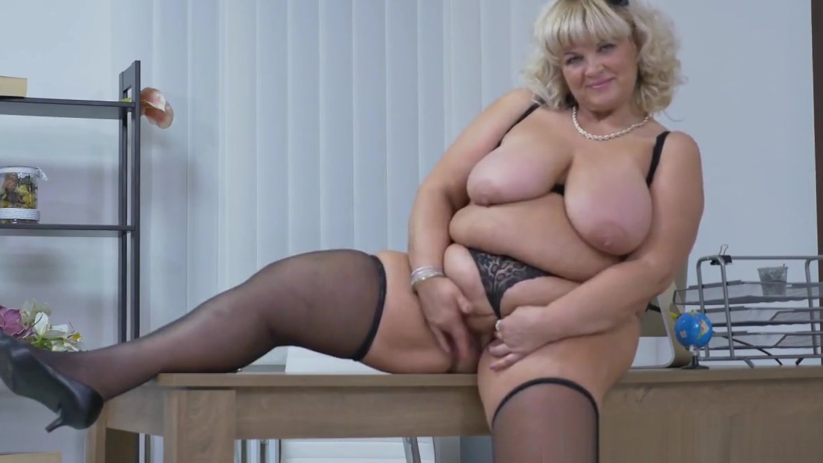 Euro BBW milf Dita works her pussy with fingers and dildo Nsa fuck