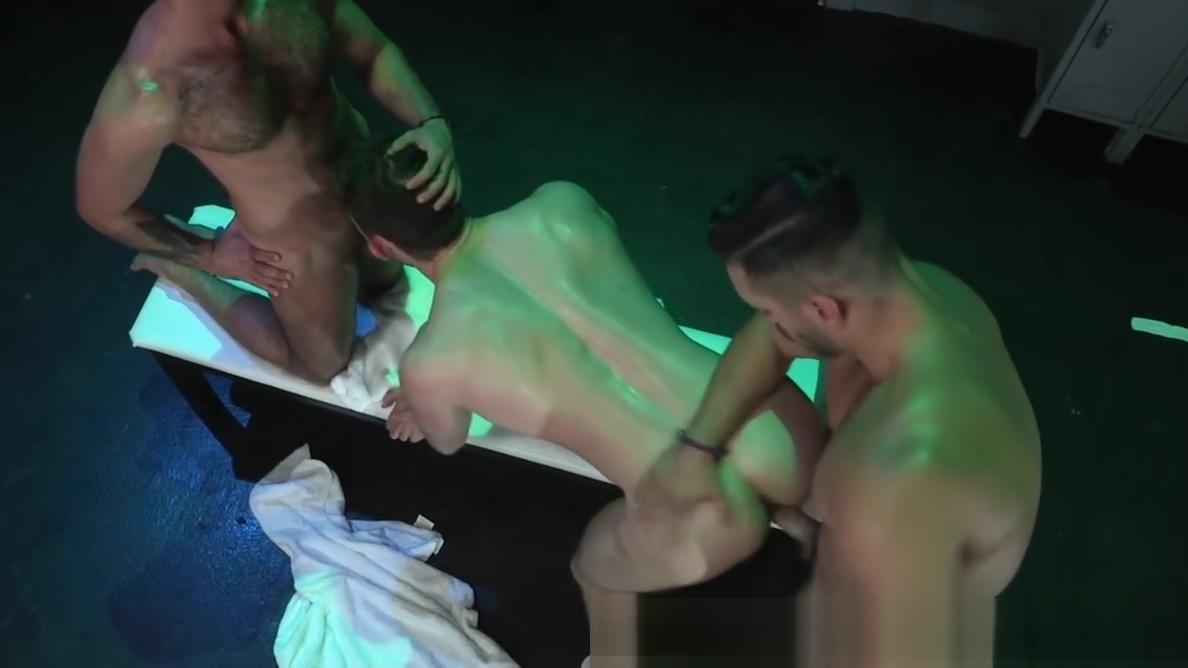 RagingStallion Muscle Hunks Jocks Group Sex After Steam Bath hoy es el dia del sexo oral