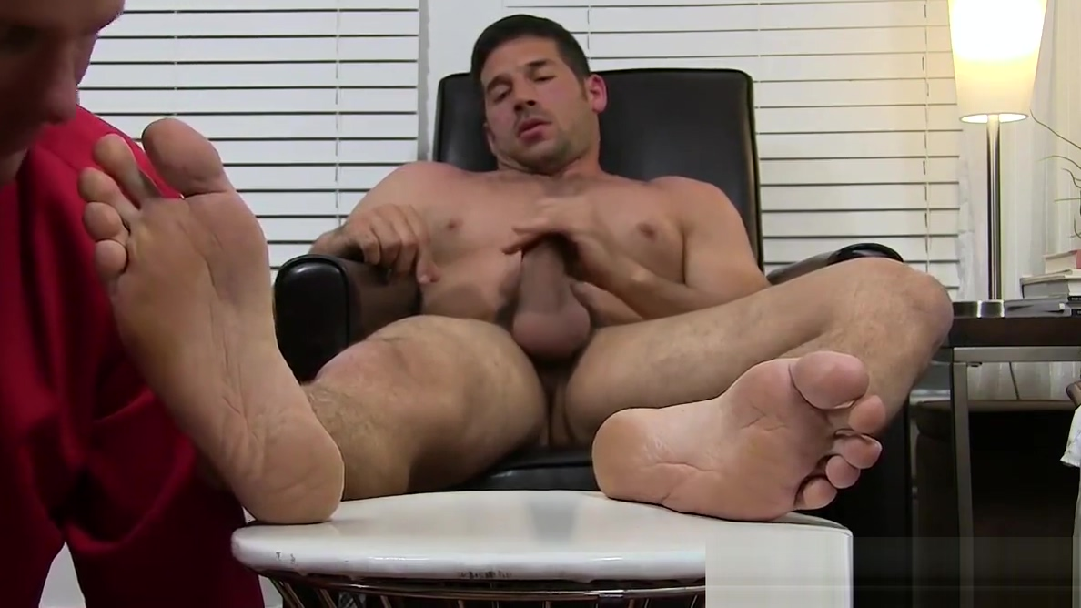 Hunk Leo Giamani wanks off to sight of toe sucking Dolly moonraker tits gif