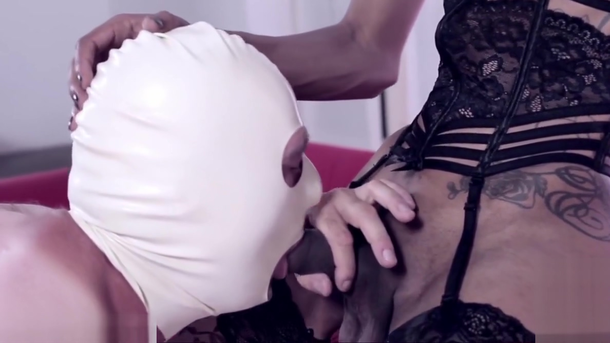 Monster dick ebony shemale destroy a white guy ass