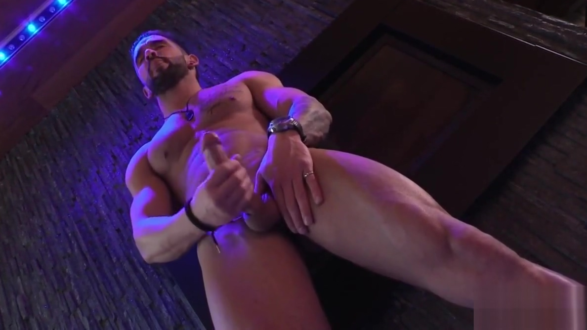 Straight Solo Muscle Hunk Jerks Big Dick In His Glam Lodge Teen wench tastes her 1st violent mature shlong