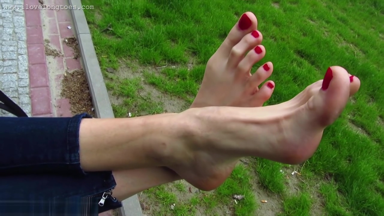 Hania showing off her size 13 feet at a park Amateur milf hard fuck