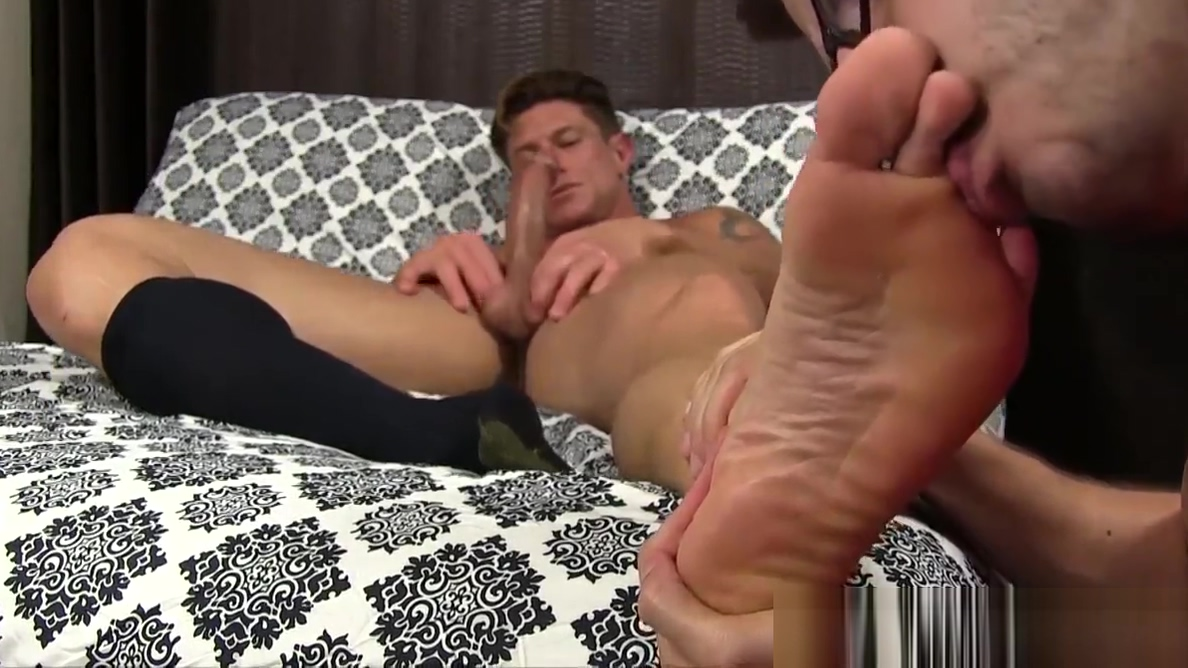 Ripped stud toe licked while wanking off his fat cock Older women swallow