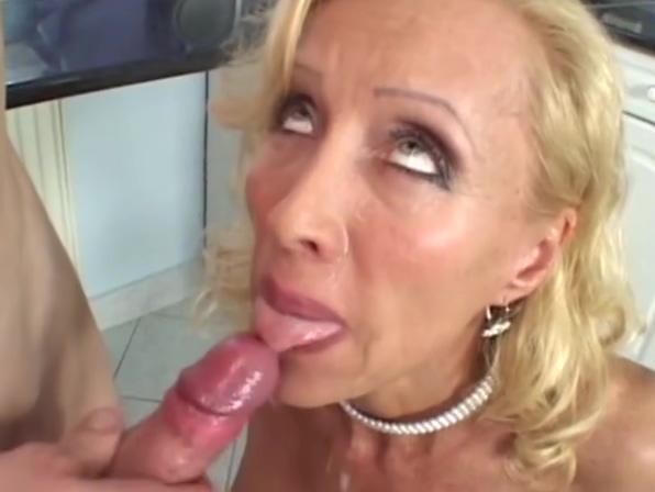 Hot blonde MILF in hardcore White girl porn tube