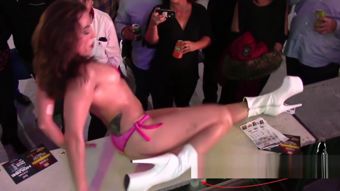 Susy Dance en el SEM 2018 taping my own masturbation on the bathoom sink