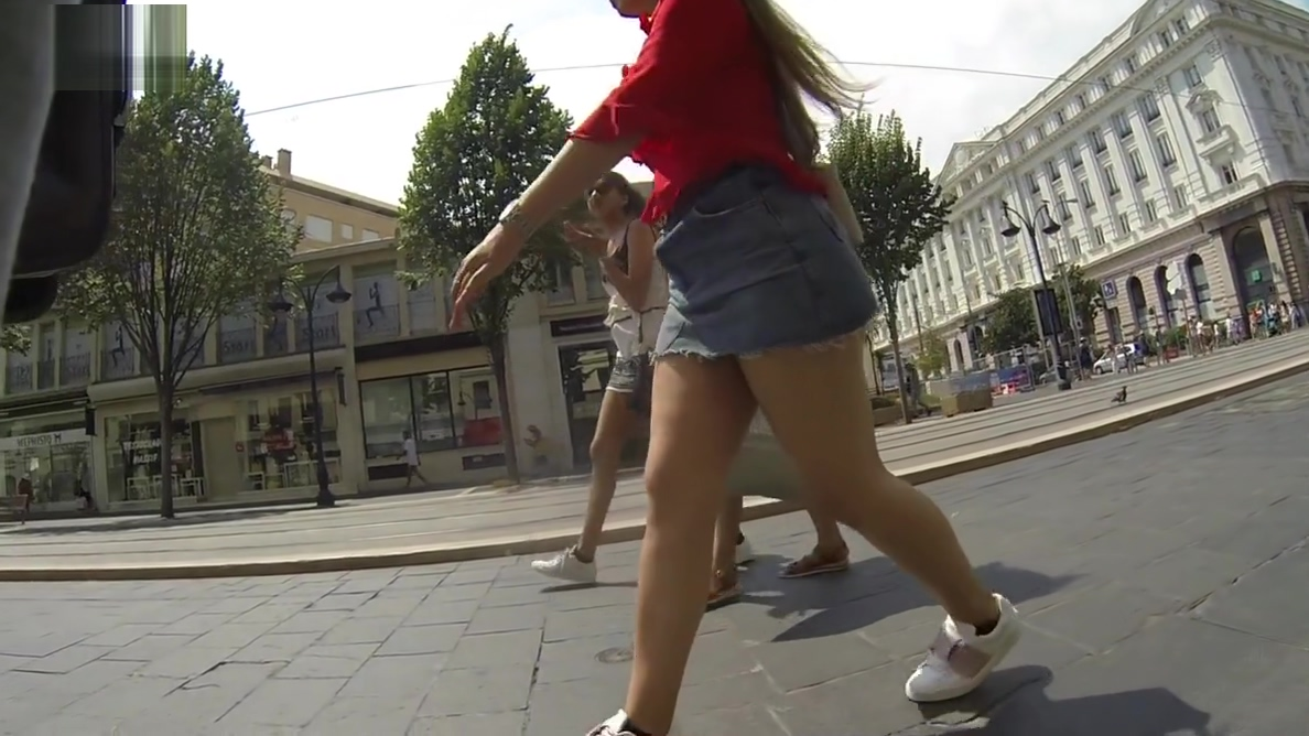 upskirt brunette thick legs and jeans skirt Avast antivirus cleaner