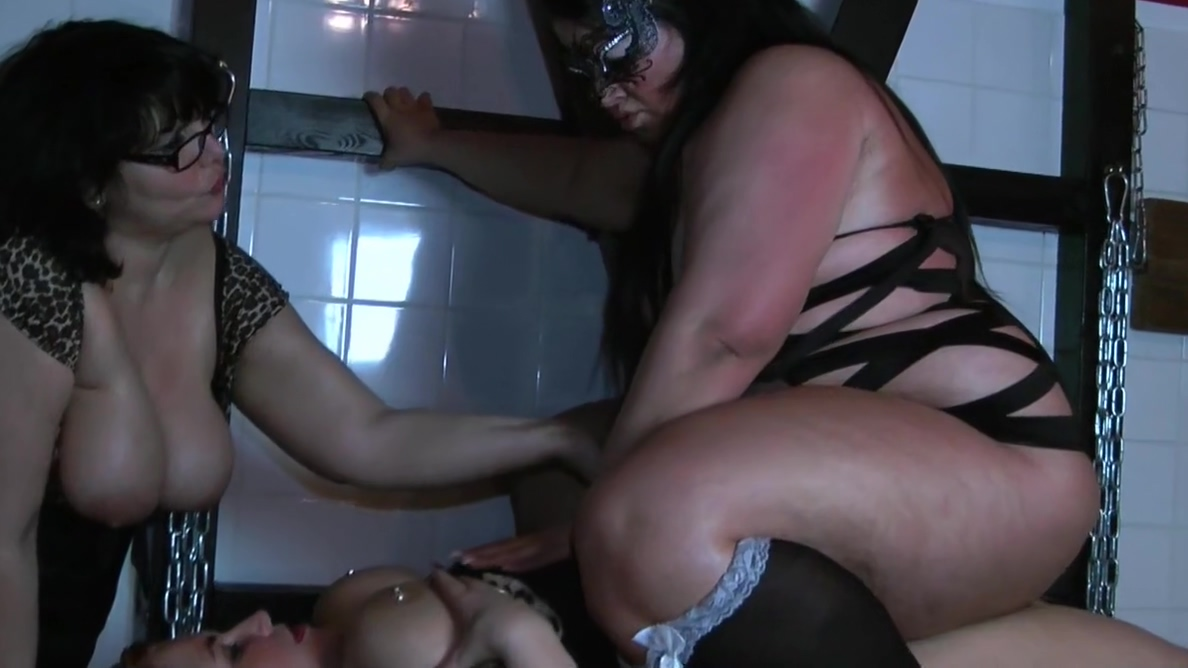 Sandy fucks with Strapon a hot young BBW
