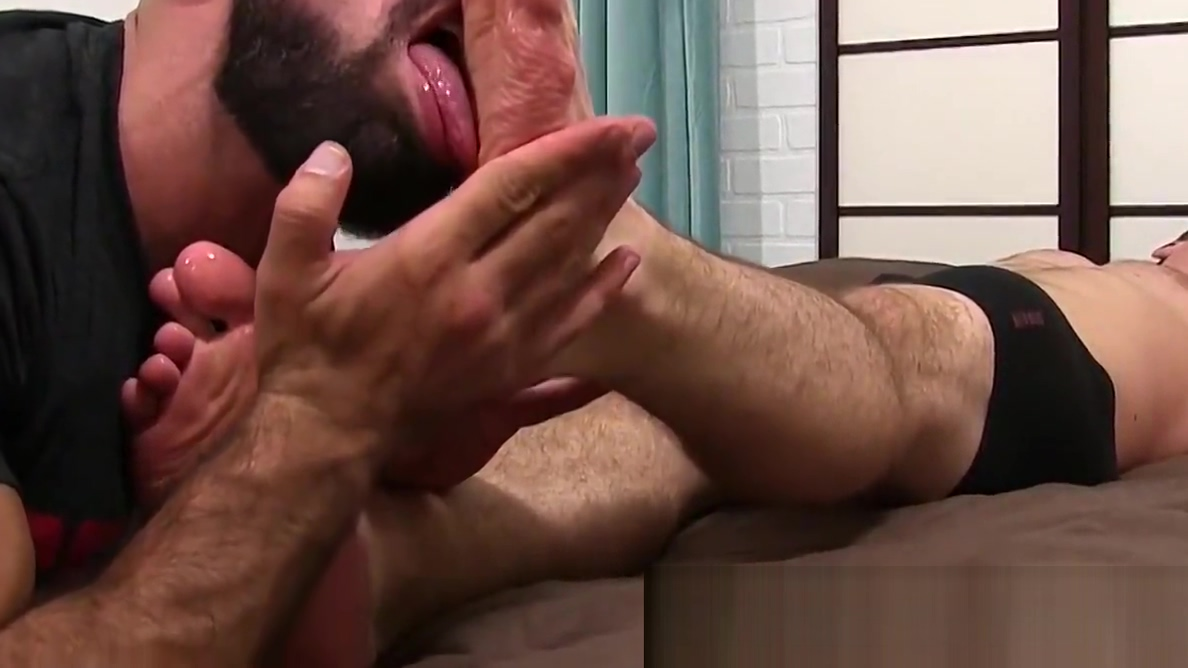Bearded hunk freak worships guys feet way too much Taight Pussies