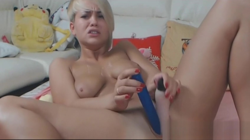 Young babe-YesSir fucks her tiny asshole ALIVEGIRL