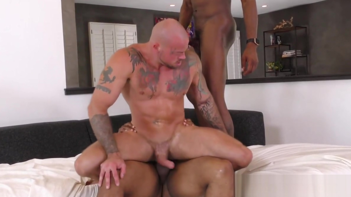 White muscle guy loves BBCs Gambar ml porno hot