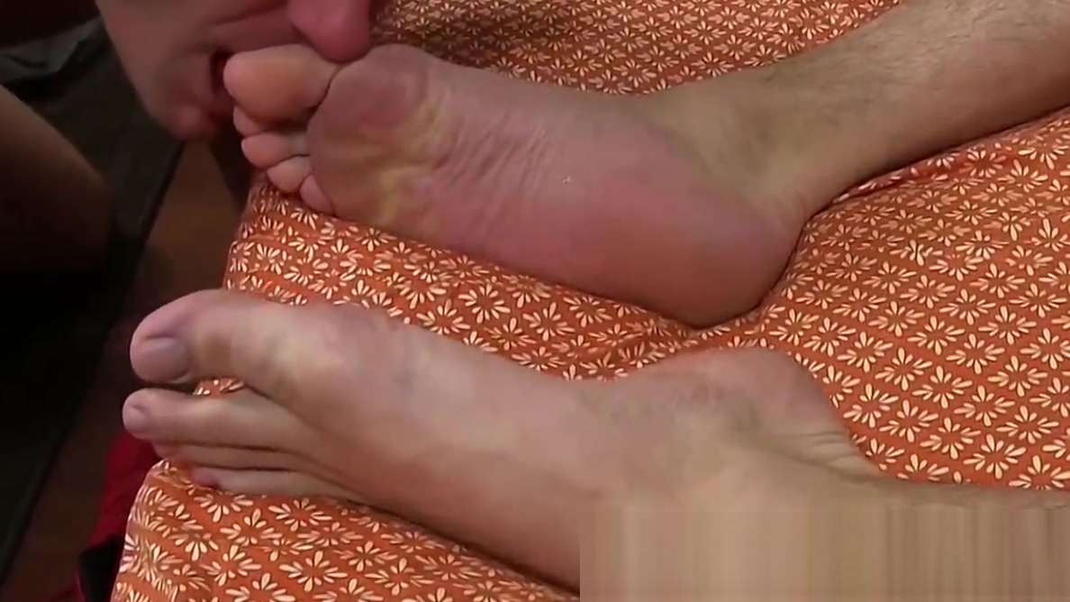 Stud jerks off his hard cock and cums while feet worshiped Hot female athletic pussy
