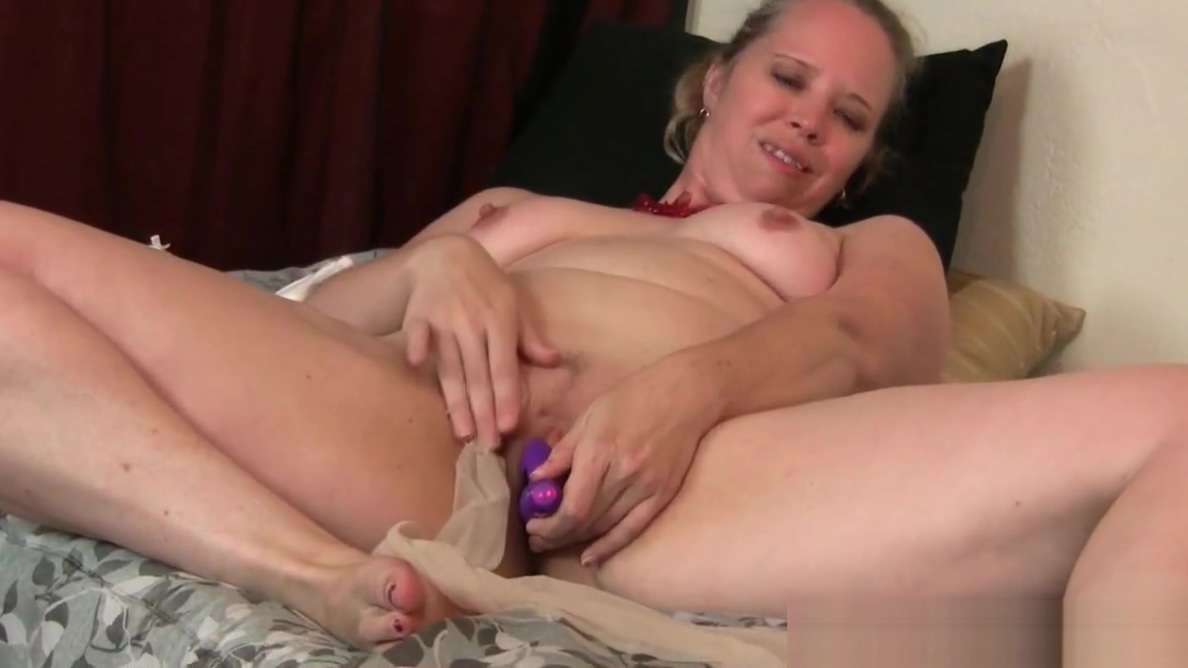 BBW milf Scarletts hard nipples and pussy need attention Cum on jamaicans booty