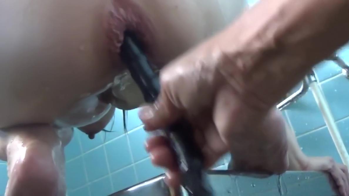 japanese girl takes deep anus water enema again