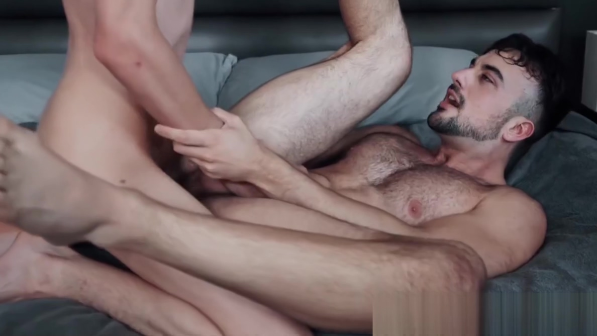 Bearded homo offers tight ass to young skinny lover Big tits blonde pool