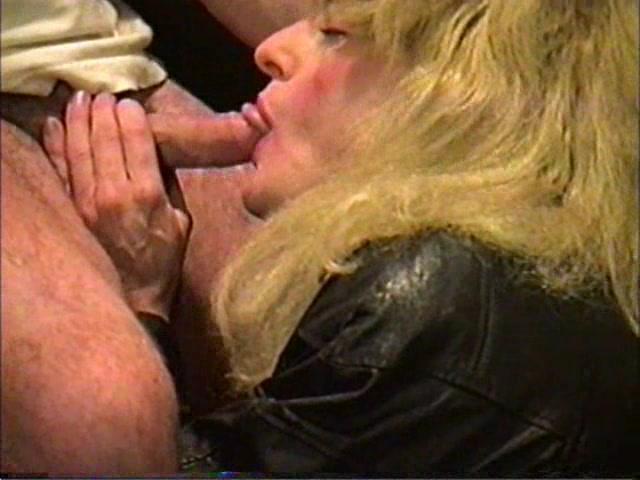 Amateur crossdresser sucking cock