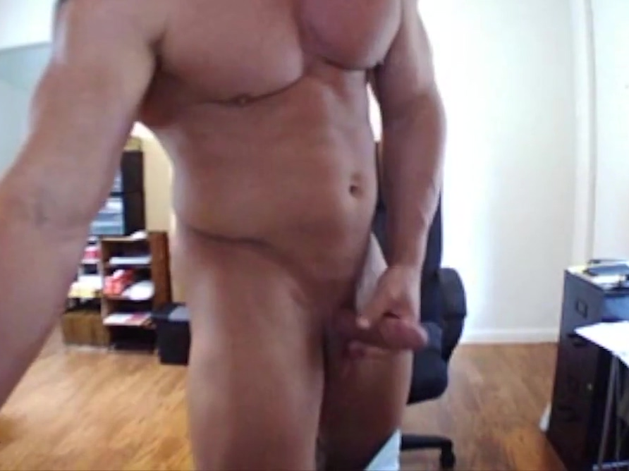 Muscle stud on cam Percentage of women who enjoy oral sex