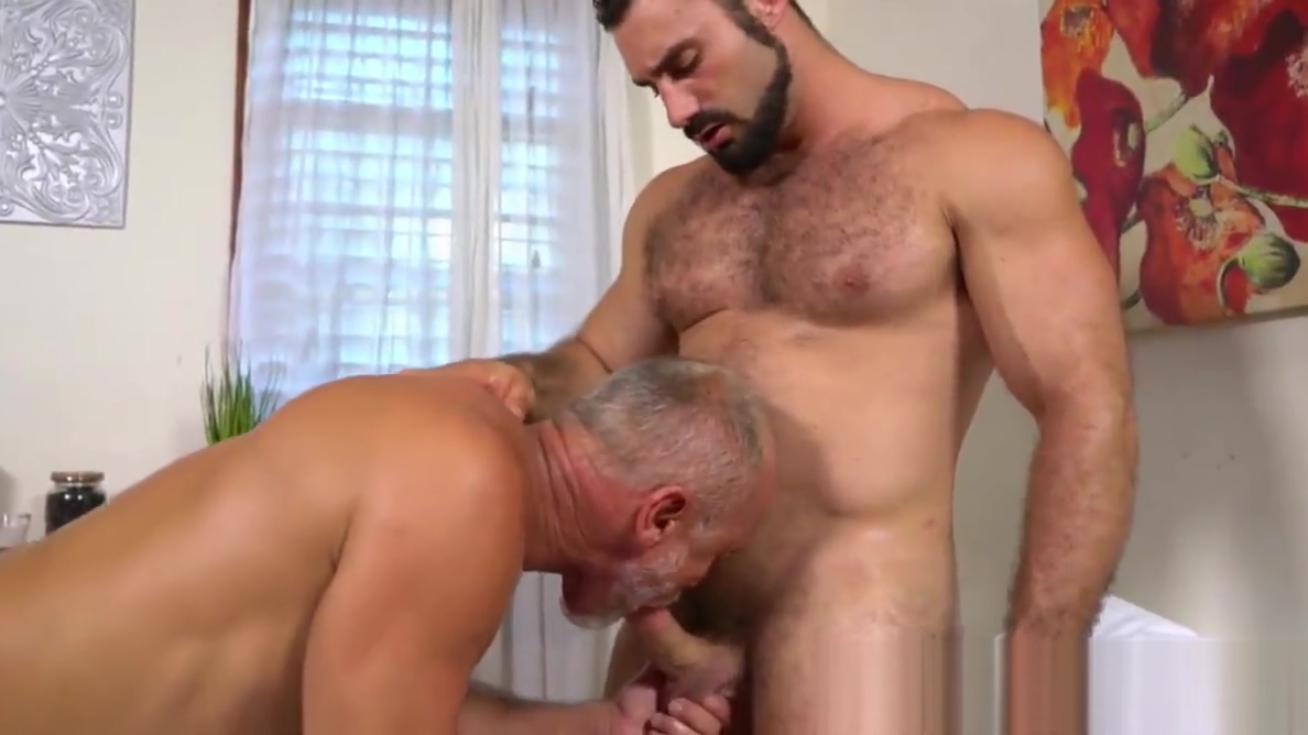 Gray daddy enjoys an oral session with muscled masseur Mature prevented threesomes
