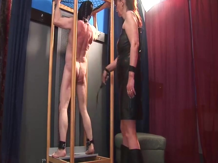 Female domination: Slave punished by mistress!