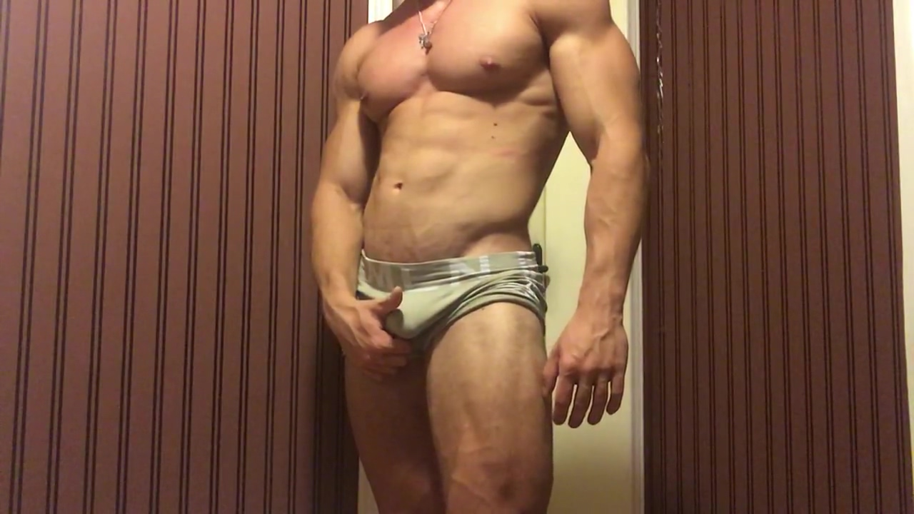 Alpha Muscle God Lifting and Flexing naked mature hot tub