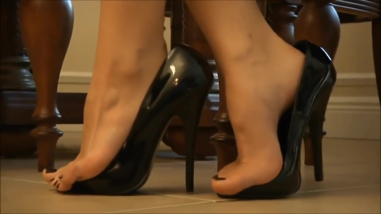 Dangling and Shoeplay in High Heels Pornclose Up