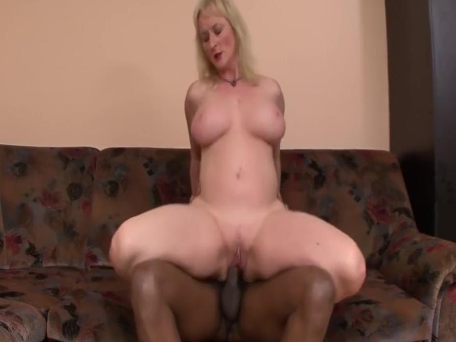 Hot slut with big boobs wants the black cock Comic con sexy pics
