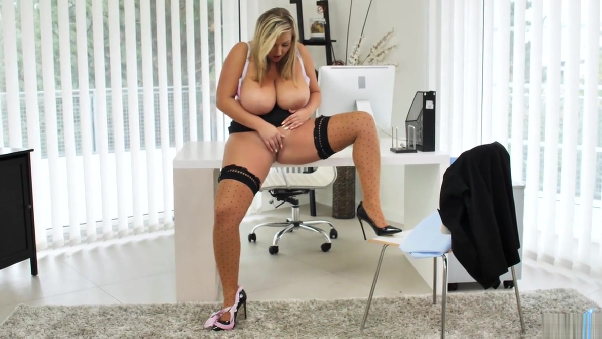 Curvy Czech milf Crystal Swift playing in the office Very very sexy girls photo