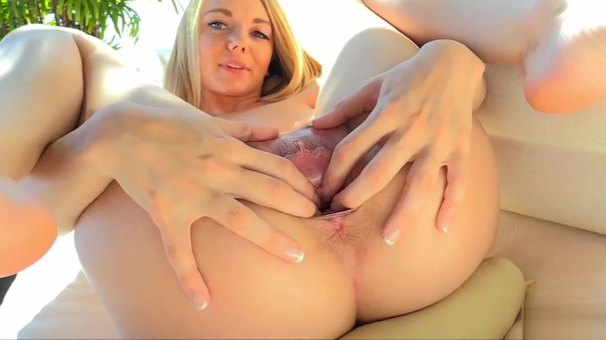 Sexy Blonde Teen Molly Pussy Play