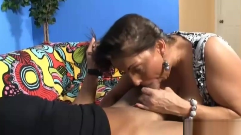 Step-mom Wants To Suck The Thick Cock Of The Guest anal goes when wrong