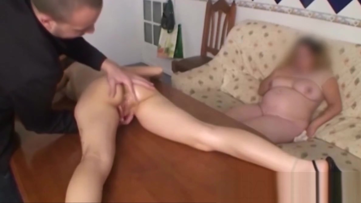 BDSM scene of an amateur couple who likes to watch Girls riding door nonbs