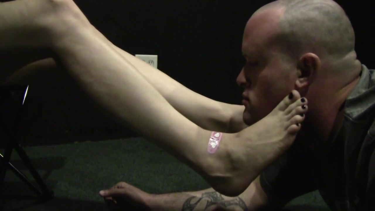 MISS LACE FOOT GAGGING