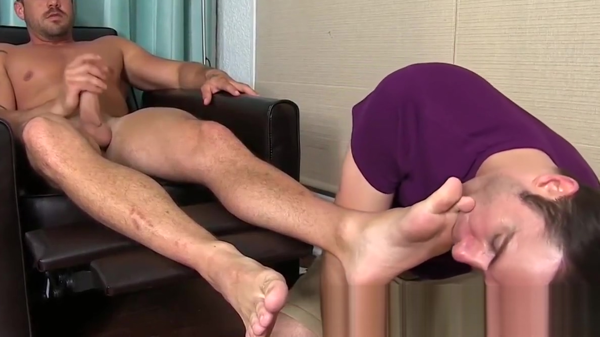 Beefy businessman Darin Silvers drips cum with toes tongued Where to go dating in singapore