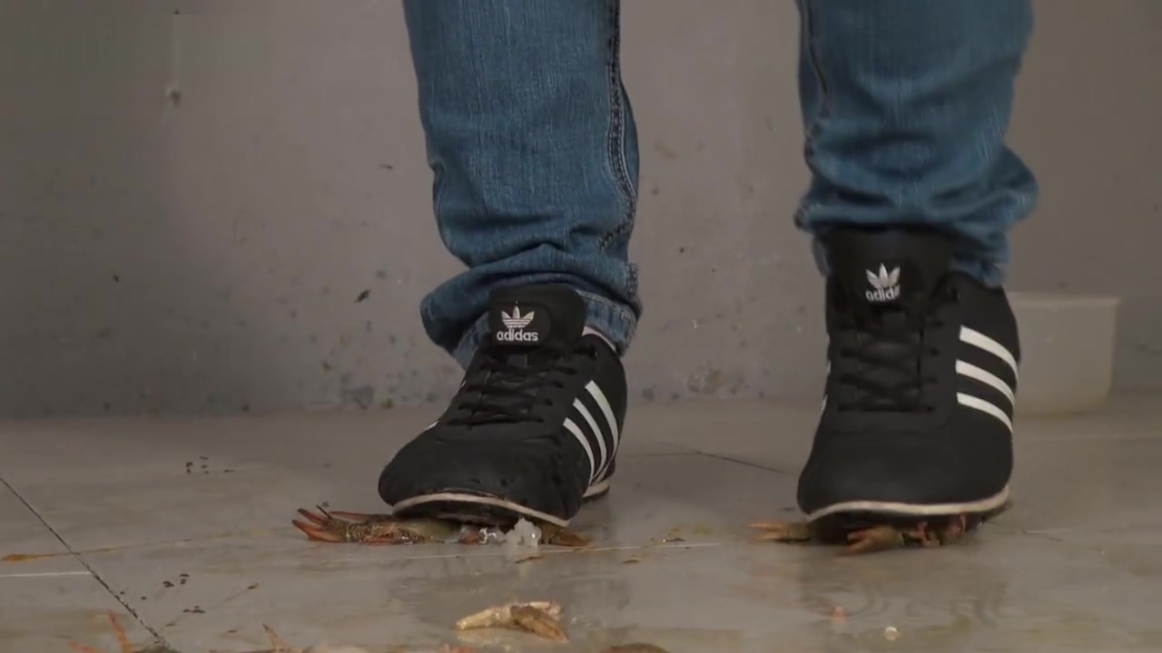 sneakers trample crawdad Sexy locals in La Union