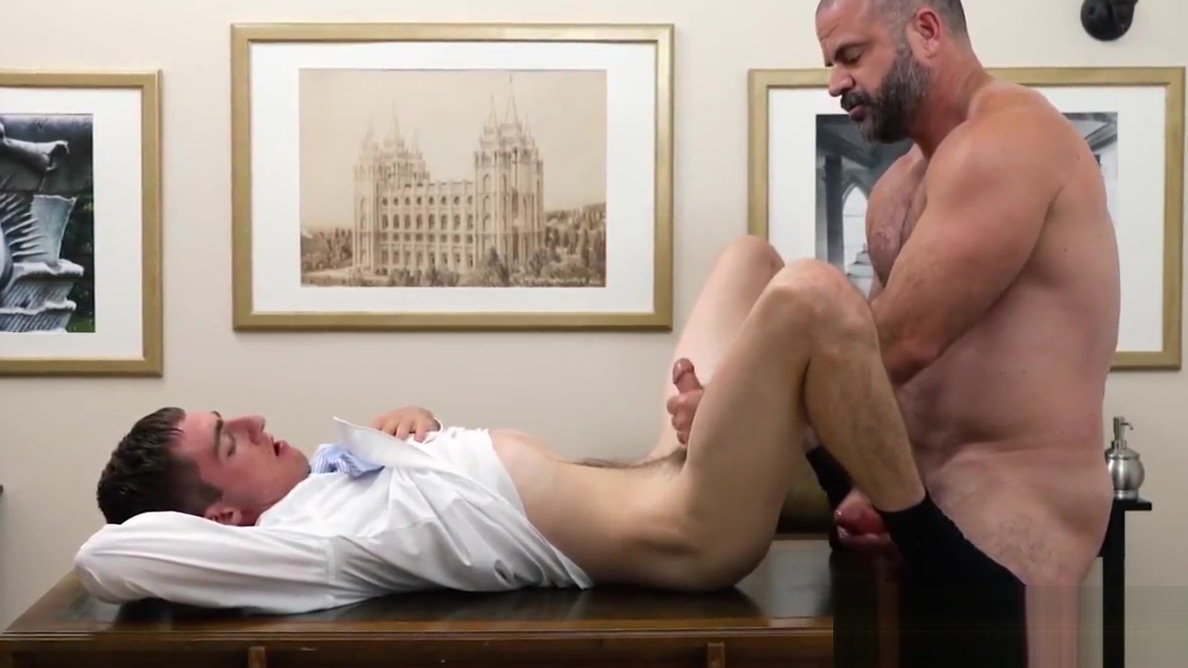 Skinny twink paying his tribute to elder and trying his jizz krisztina sereny homemade video