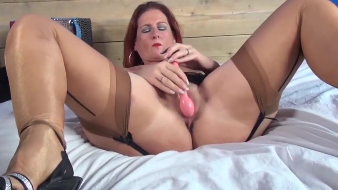 Freckled Mom masturbation Jamie yeo first orgasm