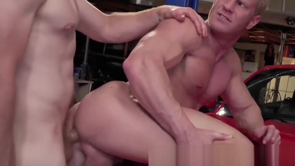 Big Dick Muscle Mechanic Gets Ass Fucked In Garage! Huge tits breastfeeding