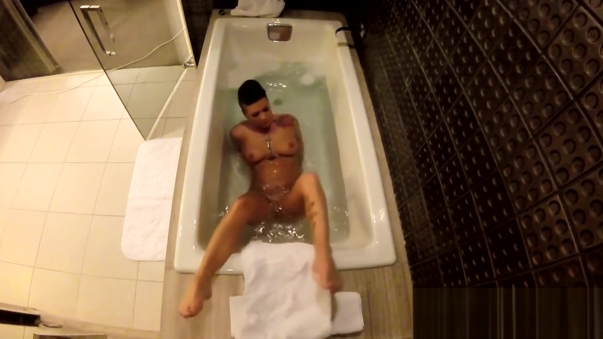 Jezebelle Bond films herself taking a bath gulf sexe hot girls