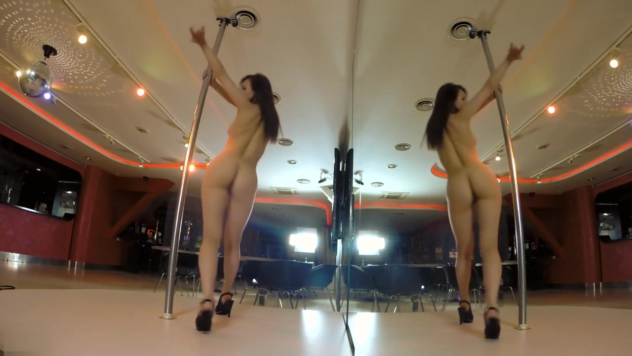 Darisha pole dance Jogging around the cock