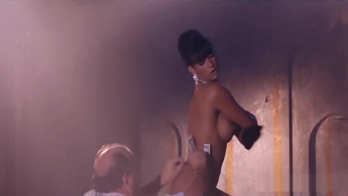 Demi Moore, Rena Riffel in Striptease (1996)