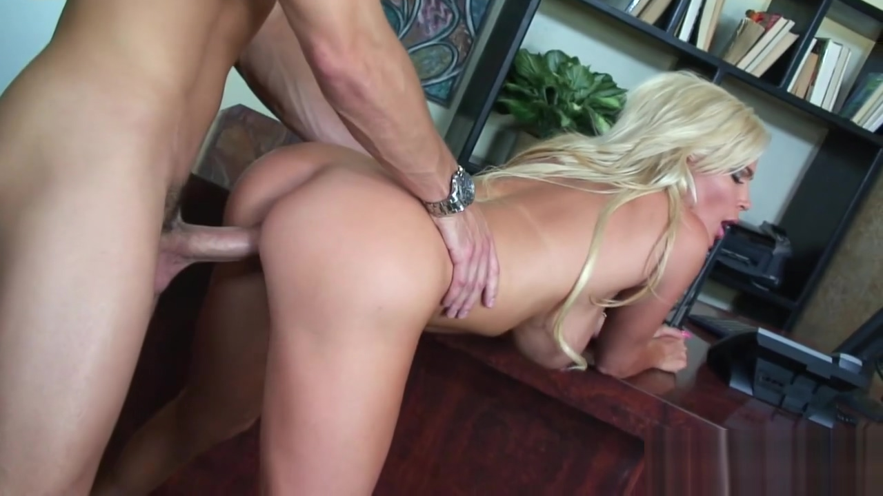Busty blonde Diamond Foxx is ready for action