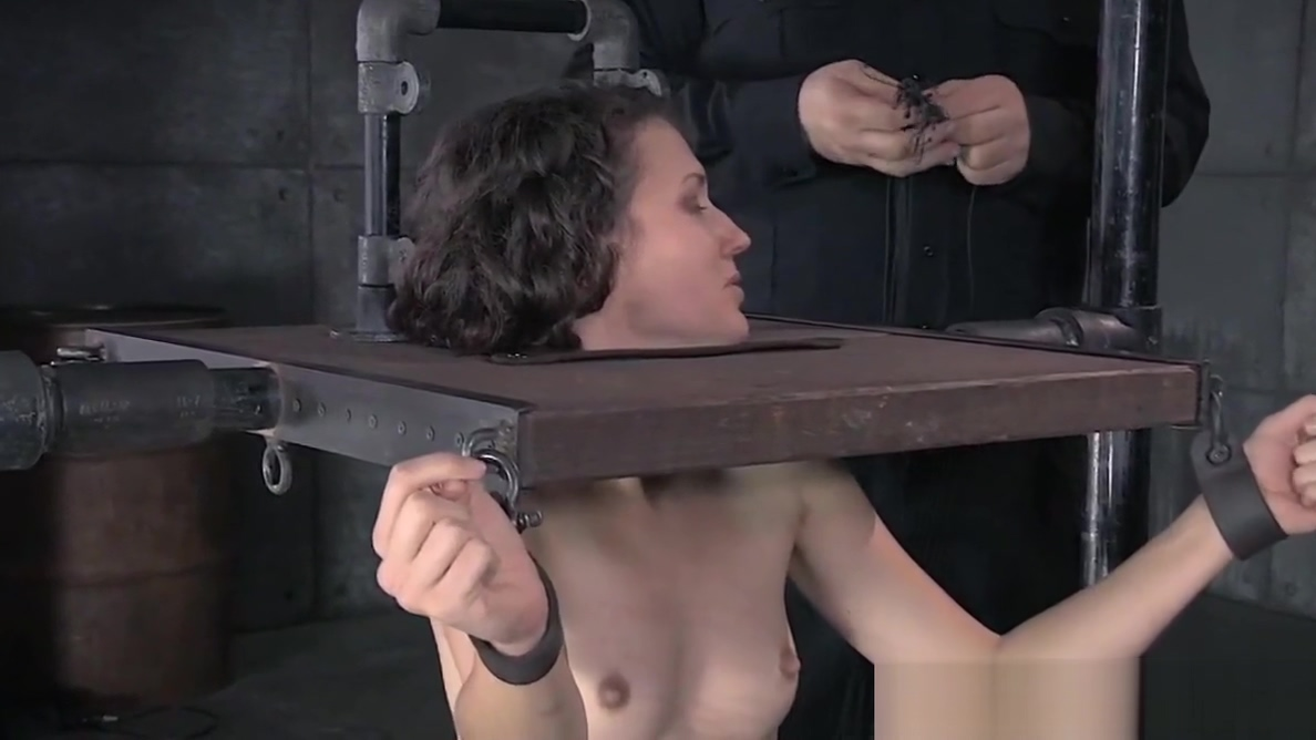 Masked slave squirts during rough punishment takeing only big dick