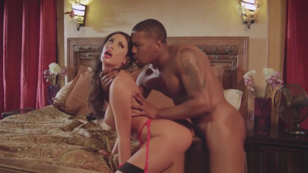 Hung stallion Isiah Maxwell destroys August Ames in bed