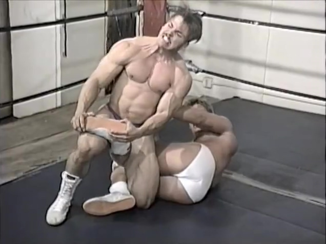 Hot Wrestling Men:Sterling vs Flyboy French pornstar sucking cock