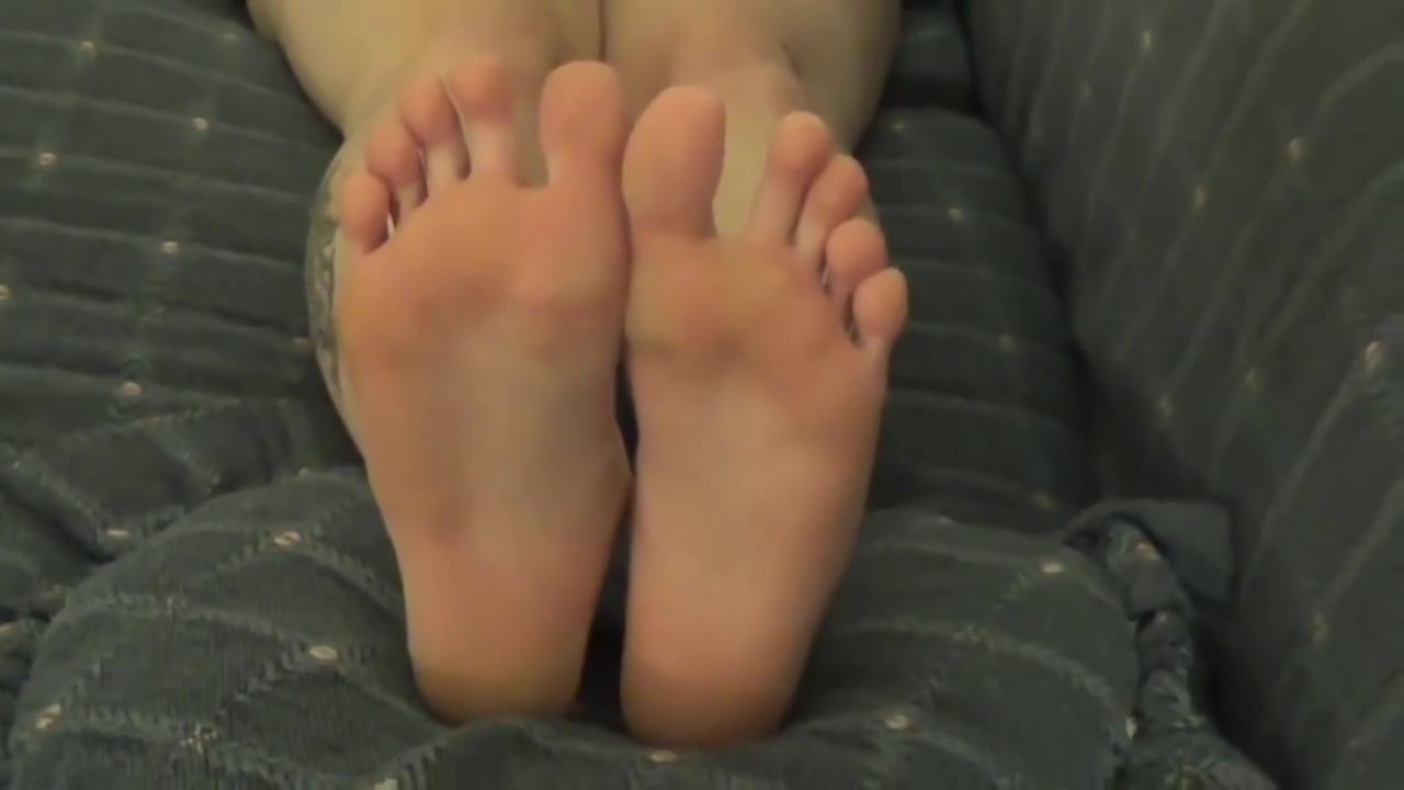 College Girl Lets Friend Tape Her Sexy Dirty Feet yellow hair pussy fuck