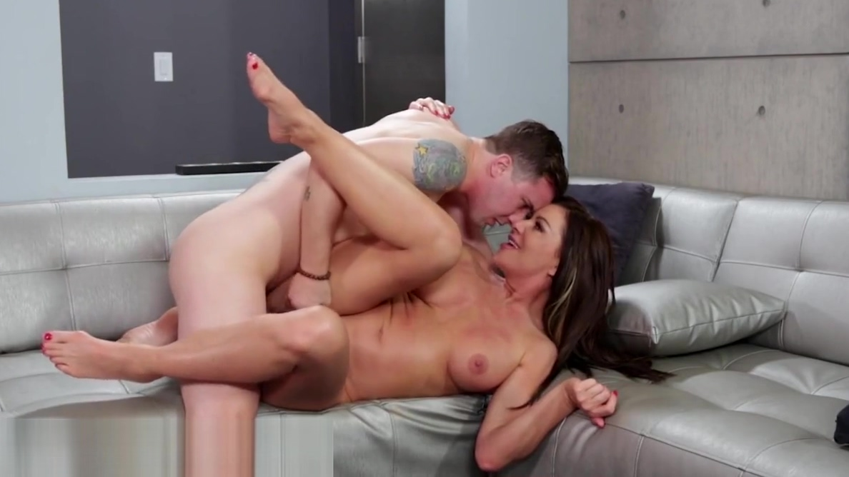 Jilted Mommy Eager to Taste Stepsons Dick!