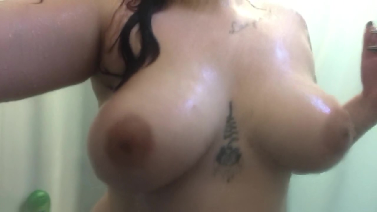 WATCH ME CUM HARD IN A NAUGHTY SHOWER! What makes a woman want to make love