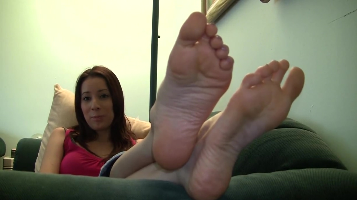 Lilianas candid stinky soles