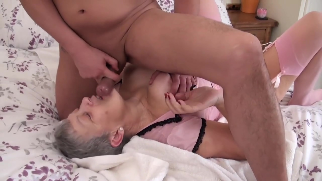 SEXY GRANNY WITH BIG BOOBS DOING HER THING Anal plug submission